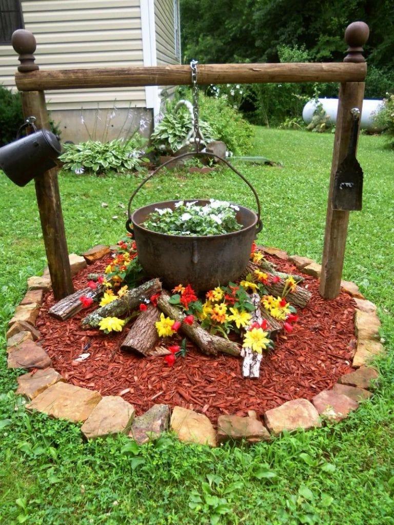 Come decorare il giardino con delle fioriere fai da te