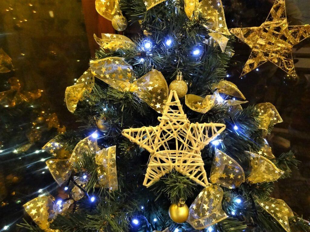 Addobbi fai da te per l'albero di Natale: 20 idee
