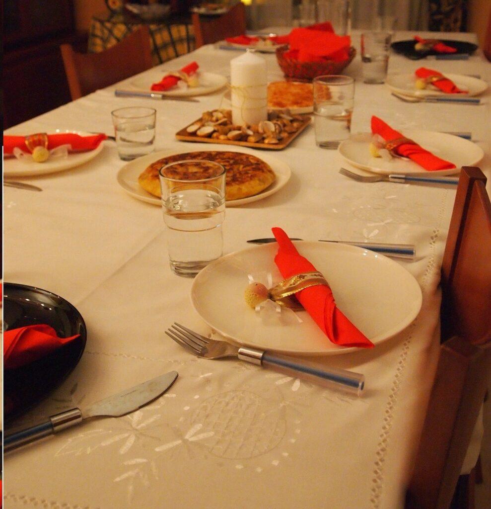 Apparecchiare la tavola per Natale: 35 idee