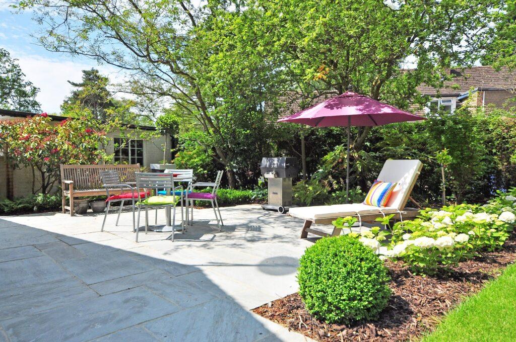 Come arredare un giardino in estate