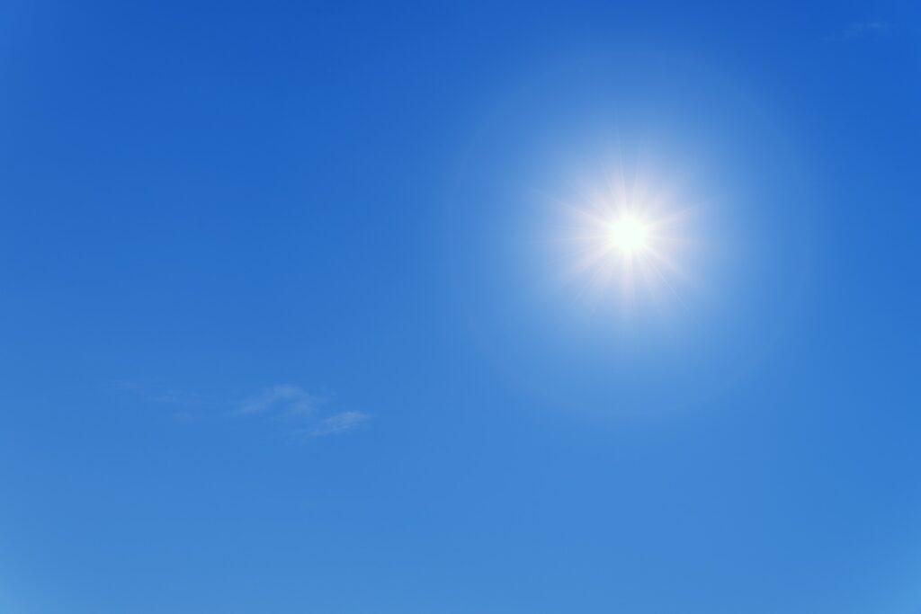 Verniciare i mobili al sole