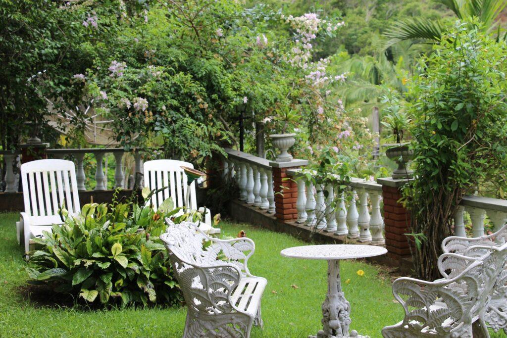 Idee per progettare giardini interni ed esterni
