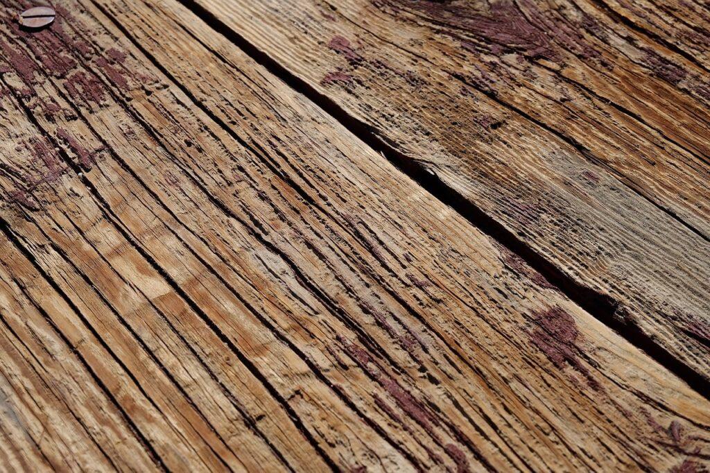 Arredare casa con il fascino del legno vissuto