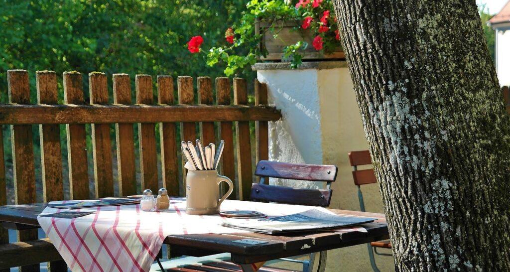 Sala da pranzo in giardino