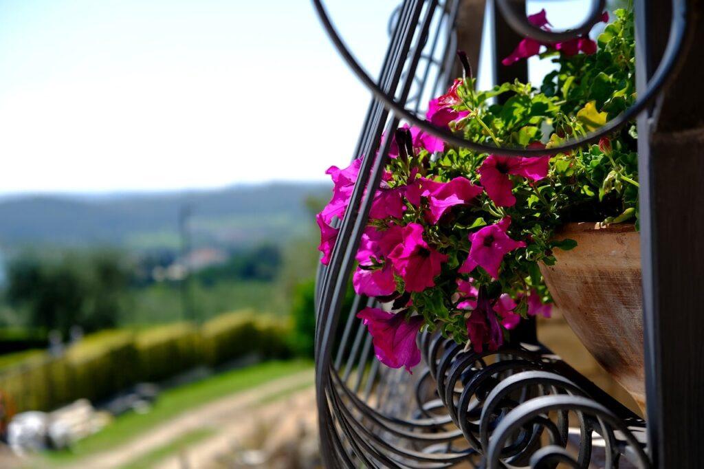 Come allestire un balcone fiorito
