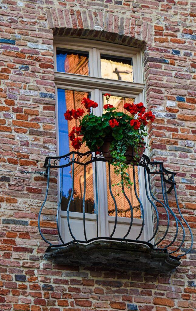 Idee per allestire uno straordinario balcone fiorito