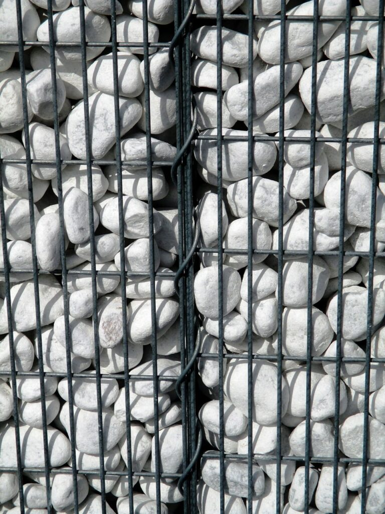 idee per realizzare muri e recinzioni con i gabbioni